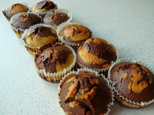 Łaciate muffinki a'la zebra, muffinki łaciate, muffinki biało-brązowe