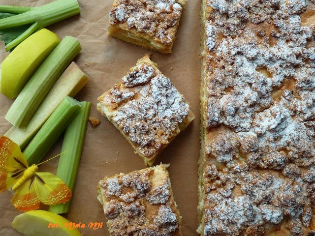 Kruche ciasto zrabarbarem, jabłkami iśmietankową pianką, ciasto zrabarbarem, kruche zowocami, ciasto kruche zowocami