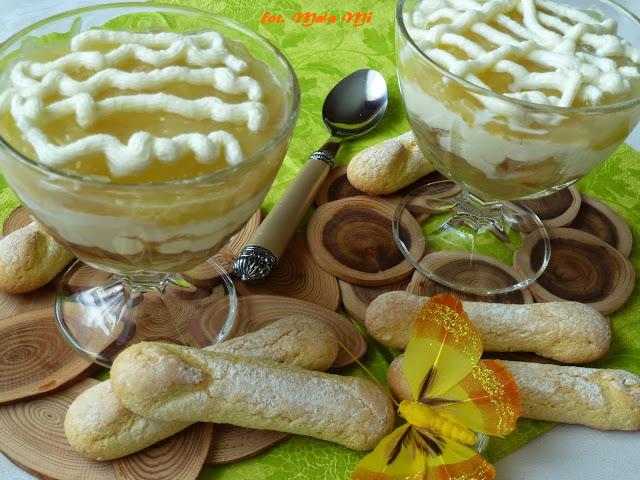Deser jabłkowy z mascarpone, bananem i kawową nutą, szarlotka w pucharku