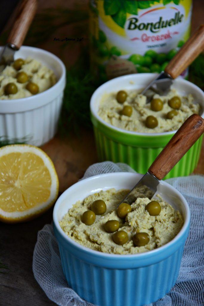 Pasta ztofu zzielonym groszkiem ibazylią, pasta ztofu dochleba, pasta wegańska - Kolorowy Przepisownik