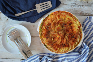 Zapiekanka ziemniaczano-pomidorowa z kapustą