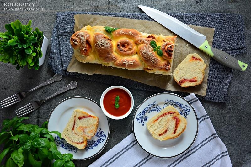 Chleb pizzowy zsalami, chleb osmaku pizzy