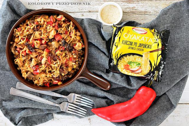 Kurczak z warzywami i makaronem, szybkie danie z kurczakiem