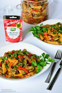 Kociołek warzywny z makaronem, danie jednogarnkowe, wegetariańskie