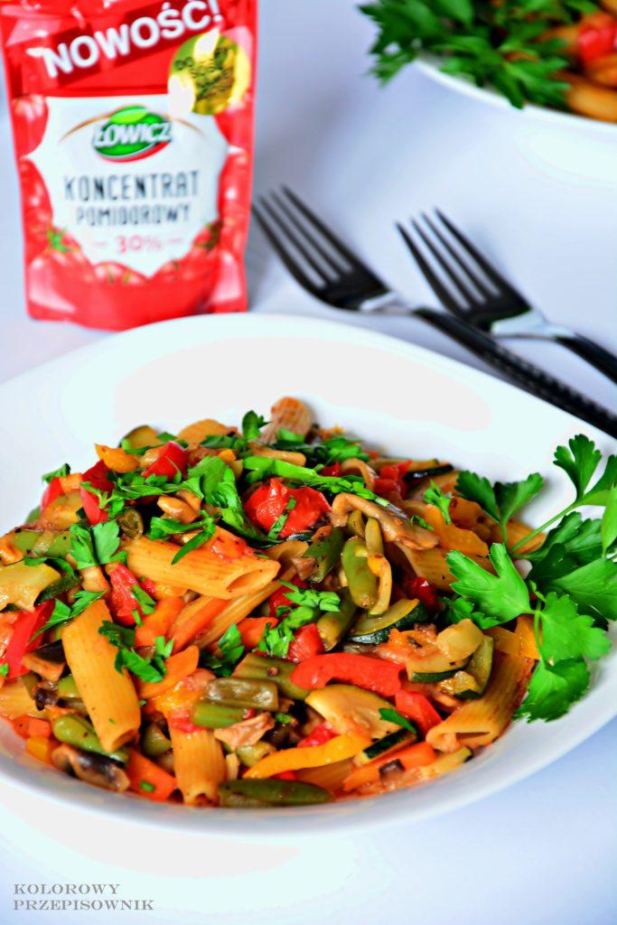 Kociołek warzywny z makaronem, jednogarnkowe danie warzywne, danie wegetariańskie, wegańskie