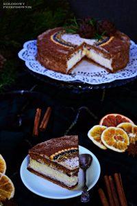 Torcik piernikowo-serowy zkremem pomarańczowym straciatella