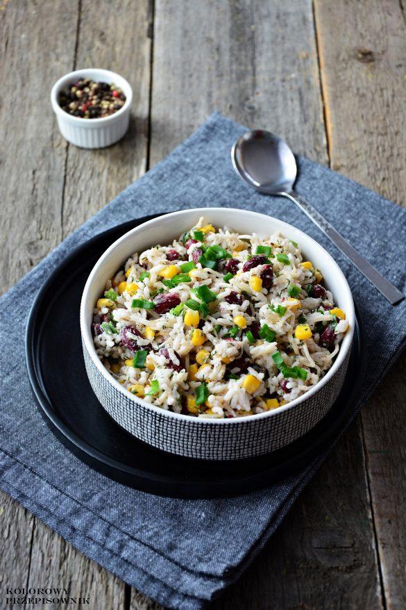 Sałatka ryżowa z selerem i fasolą, sałatka z ryżem, sałatka wegetariańska, sałatka na Wielkanoc, Boże Narodzenie - Kolorowy Przepisownik