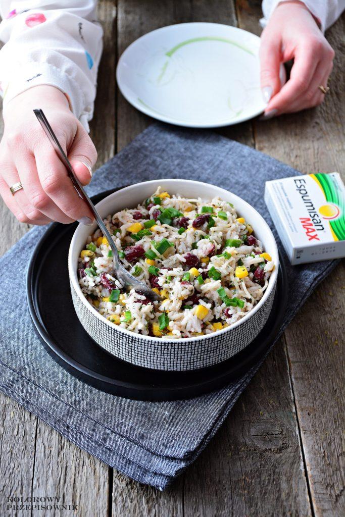 Sałatka ryżowa zselerem ifasolą, sałatka zryżem, sałatka wegetariańska, sałatka naWielkanoc, Boże Narodzenie - Kolorowy Przepisownik