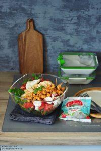 Salatka z kurczakiem i mozzarella, salatka na lunch, salatka do pracy - Kolorowy Przepisownik