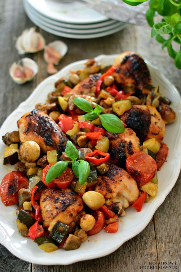 Udka kurczaka pieczone z warzywami, palki z kurczaka z warzywami, palki z warzywami, palki z piekarnika, udka z piekarnika, obiad z piekarnika - Kolorowy Przepisownik