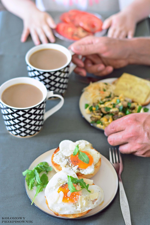 Sniadanie zjajkiem na4 sposoby, kanapka zjajkiem sadzonym, jajecznica