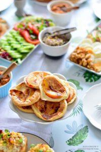 Sniadanie z jajkiem na 4 sposoby, mini omleciki z nektarynka, omleciki z owocami