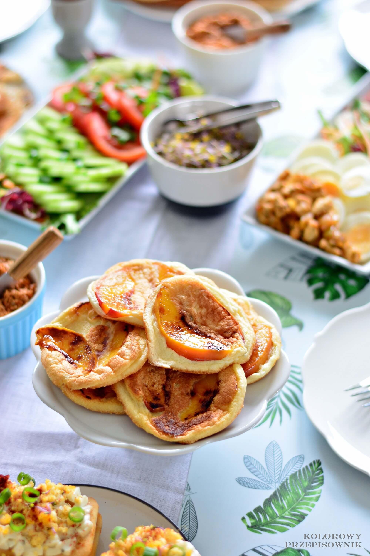Sniadanie zjajkiem na4 sposoby, mini omleciki znektarynka, omleciki zowocami