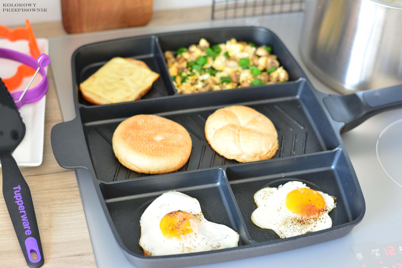 Sniadanie zjajkiem na4 sposoby, patelnia wielodzielna, jajko sadzone, jajecznica, grzanki