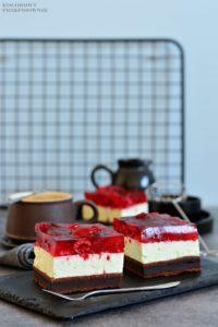 Brownie zkremem smietankowym iowocami wgalaretce, brownie zowocami, ciasto brownie, torcik brownie, tort zmalinami - Kolorowy przepisownik, sprawdzone przepisy