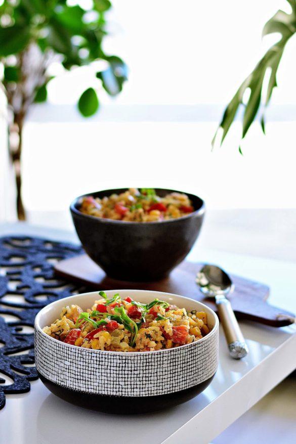 Salatka ryzowa z kurczakiem i prazonym slonecznikiem, salatka imprezowa, salatka z ryzem, papryka, kurczak, Wielkanoc, Boże Narodzenie, lunchbox - Kolorowy Przepisownik, sprawdzone przepisy