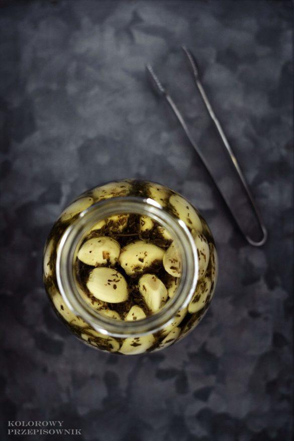 Czosnek marynowany w ziolach, czosnek w sloikach, przetwory - kolorowy przepisownik, blog kulinarny, sprawdzone przepisy
