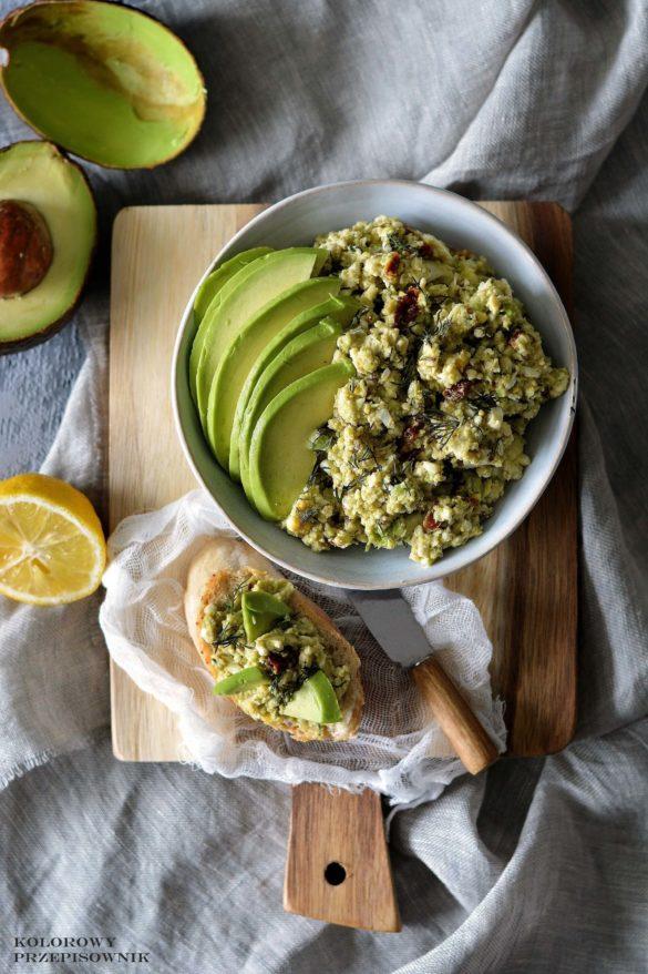Pasta jajeczna z awokado i suszonymi pomidorami, pasta z jajek, przepisy na Wielkanoc, przepisy z awokado - Kolorowy Przepisownik, sprawdzone przepisy
