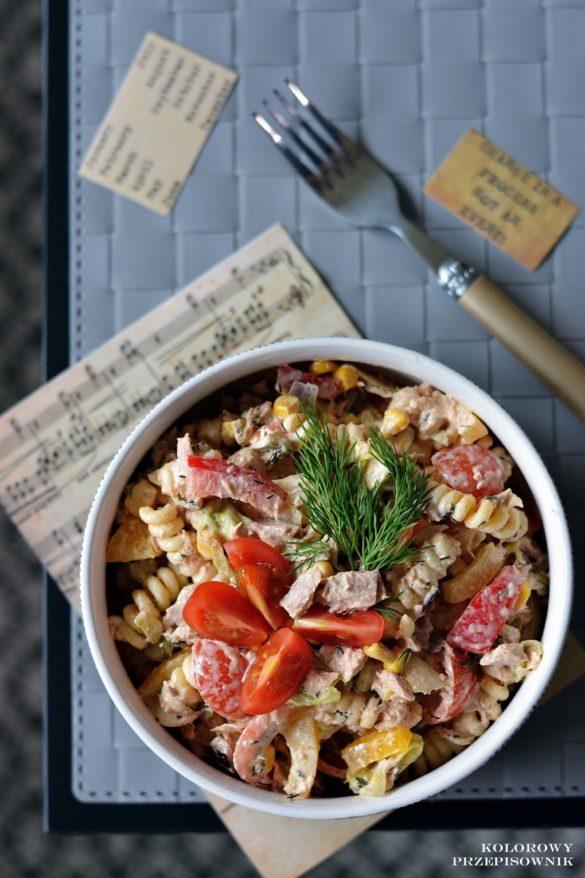 Salatka makaronowa z tunczykiem, salatka warzywna z tunczykiem, tunczyk, salatka do lunchboxu, salatka na kolacje - Kolorowy Przepisownik, sprawdzone przepisy